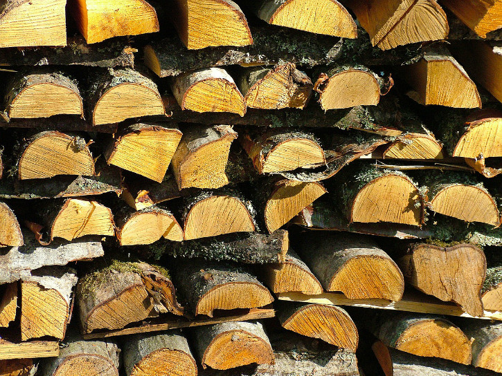 firewood-224907_1280.jpg